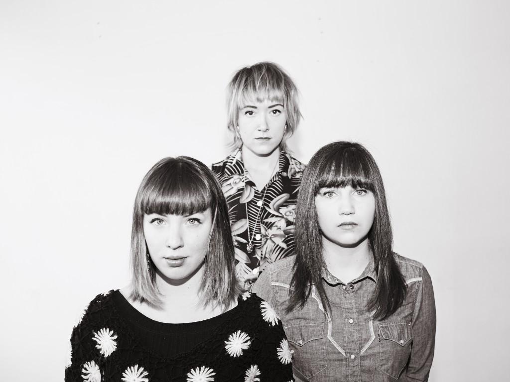Les trois membres des Hay Babies en noir et blanc.