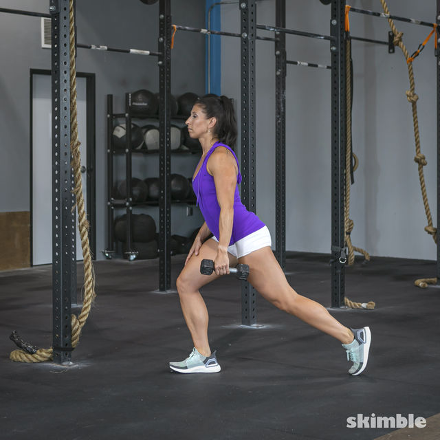 How to do: Right Lunge With Left Rows - Step 2