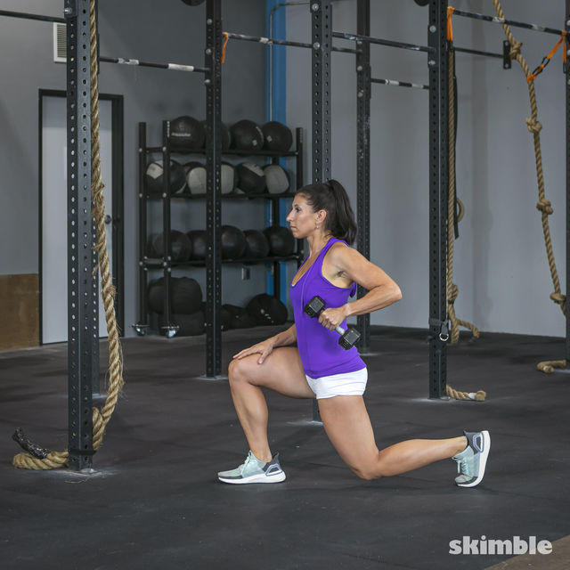 How to do: Right Lunge With Left Rows - Step 4