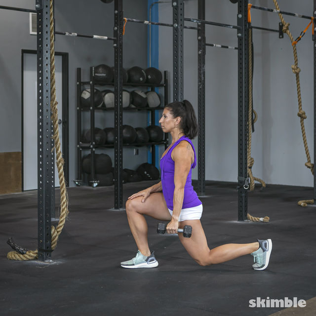 How to do: Right Lunge With Left Rows - Step 5