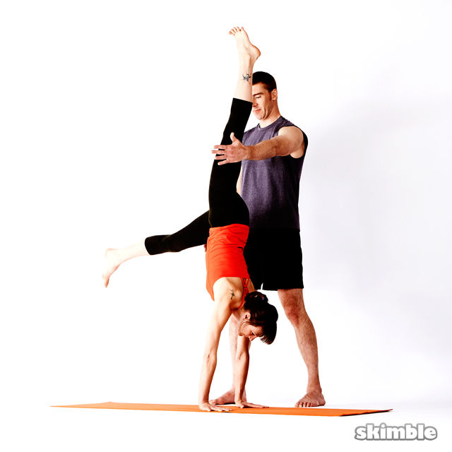 How to do: Advanced Assisted Handstand - Step 3