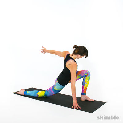 Quad Stretch in Left Twisting Low Lunge