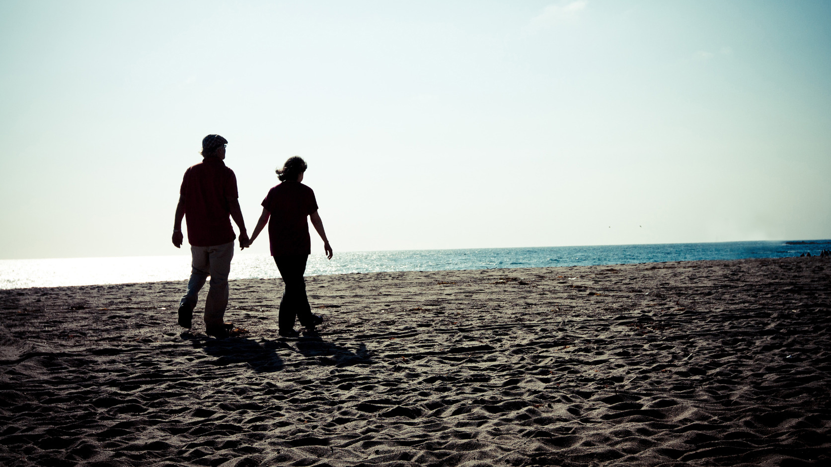 Photodune-2880365-couple-walking-on-beach-m-crop
