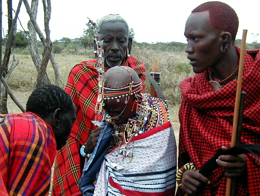 Meludahi pengantin wanita, Kenya