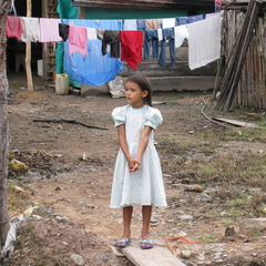 Caption: Little girl in Nuevo Milenio