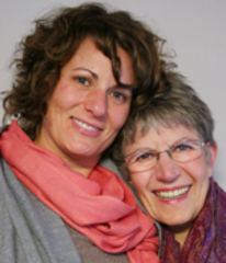 Caption: René Foreman (R) and her daughter Michelle (L)