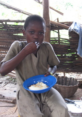 "Caption: girl eating the Togolese staple food ""pâte"", Credit: Carla Seidl"