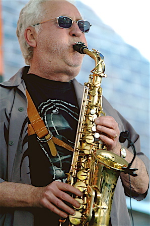 Caption: Lee Konitz