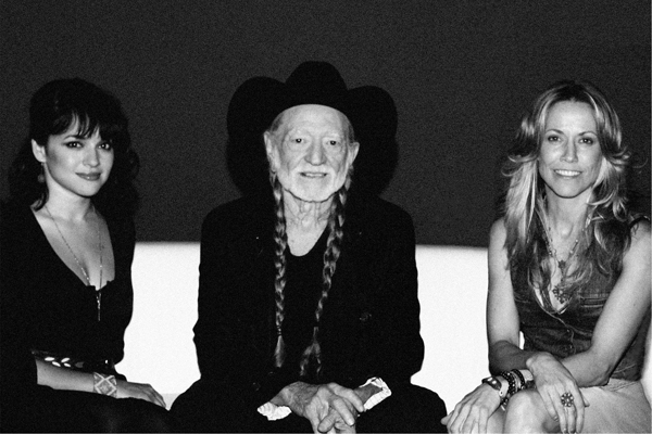 Caption: Willie Nelson with Norah Jones and Sheryl Crow
