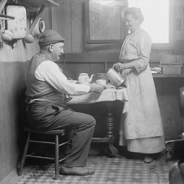 Caption: Dinner at Broad Channel, in Queens, New York City, c1910, Credit: Library of Congress