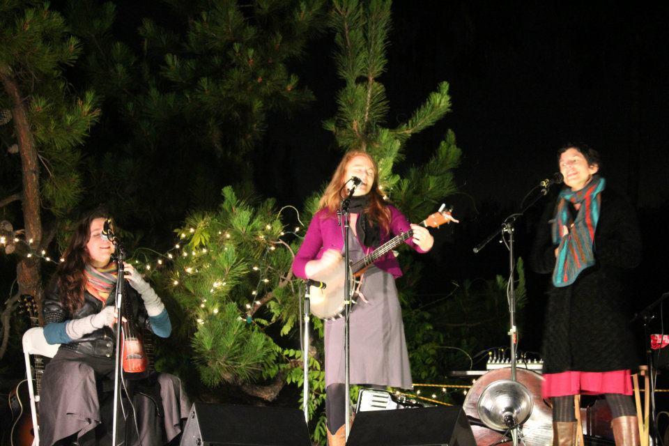 Caption: Voco performing live: April Guthrie, Moira Smiley, Sally Dworsky , Credit: Simone McSparran