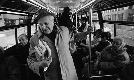 Studs_terkel_on_bus_small