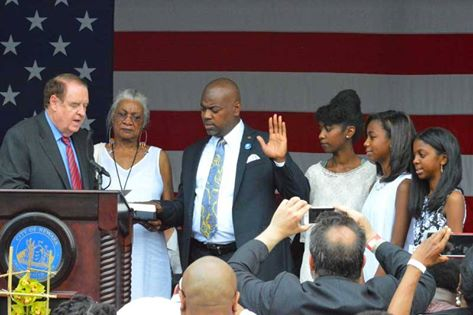 Caption: Ras Baraka taking the Oath of Office of Newark Mayor