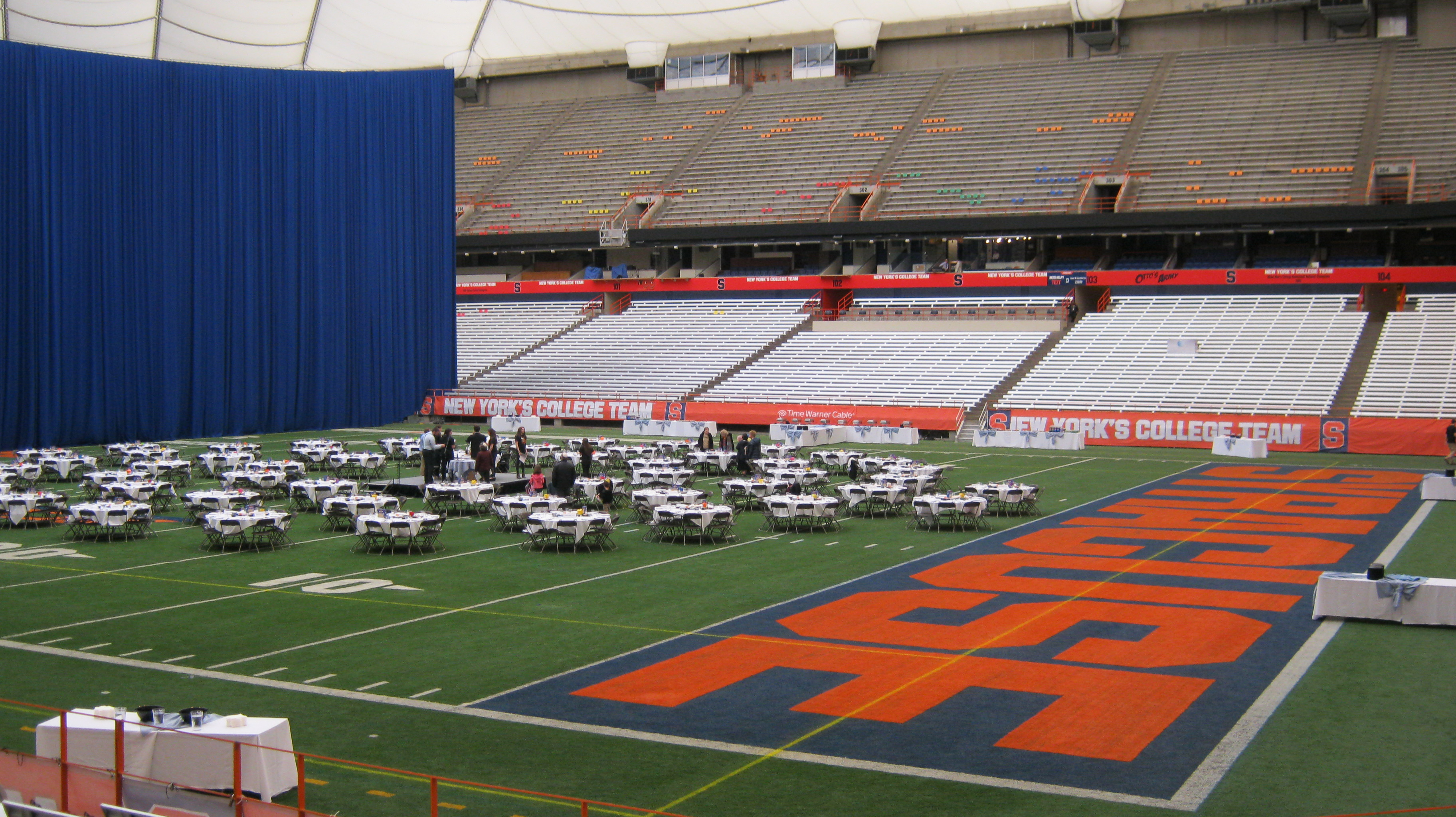 Caption: Syracuse University Passover in the Carrier Dome Breaks Their Record with 530 People in Attendance