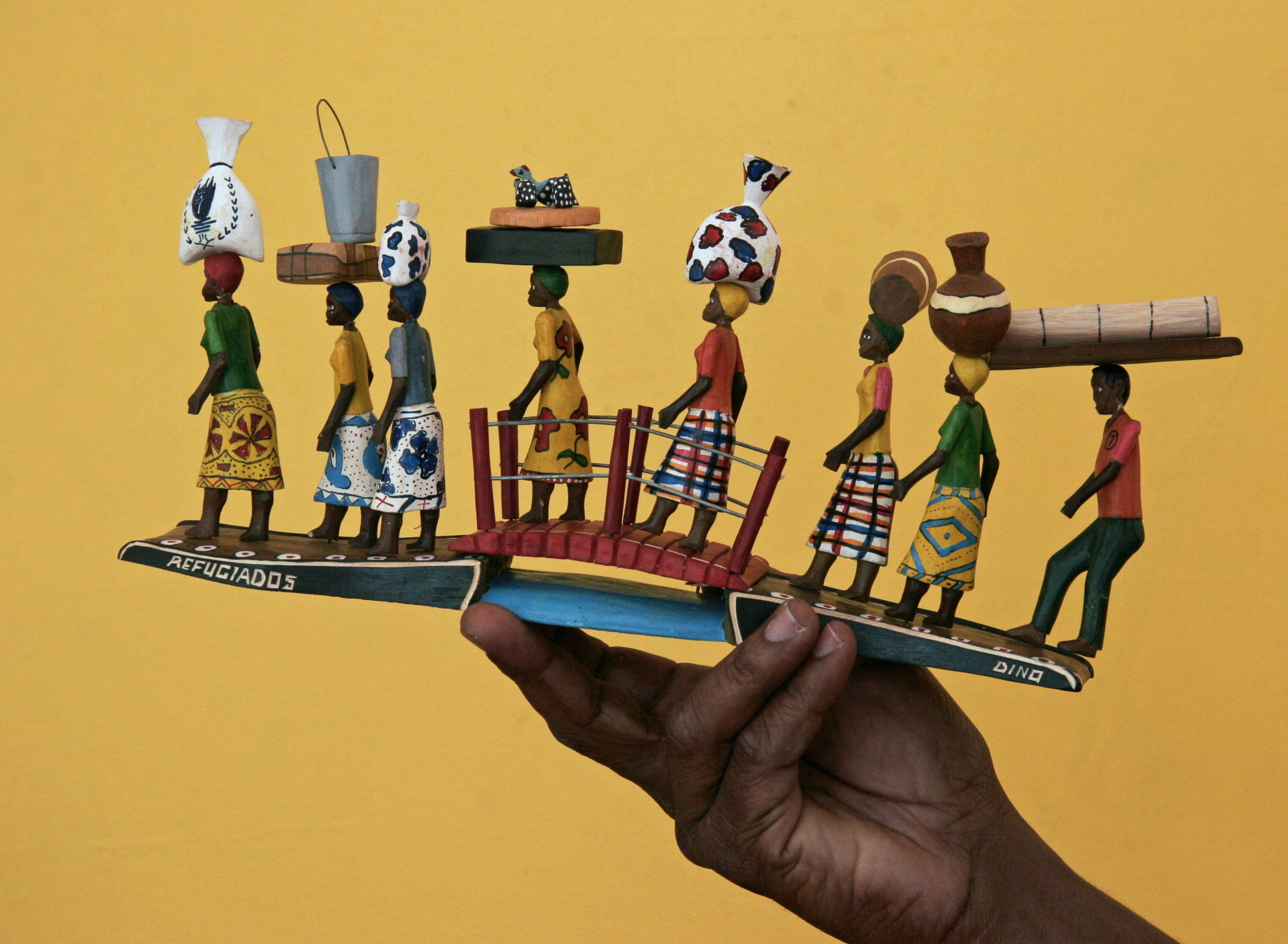 Caption: Refugiados (Refugees), 2013 by Camordino Mustafá Jethá (São Damanso, Maputo, Mozambique) Photo by Laura Marcus Green, courtesy of the Museum of International Folk Art