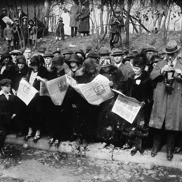 Caption: Group reading newspapers with news of the death of Woodrow Wilson, Feb. 1924., Credit: Library of Congress.