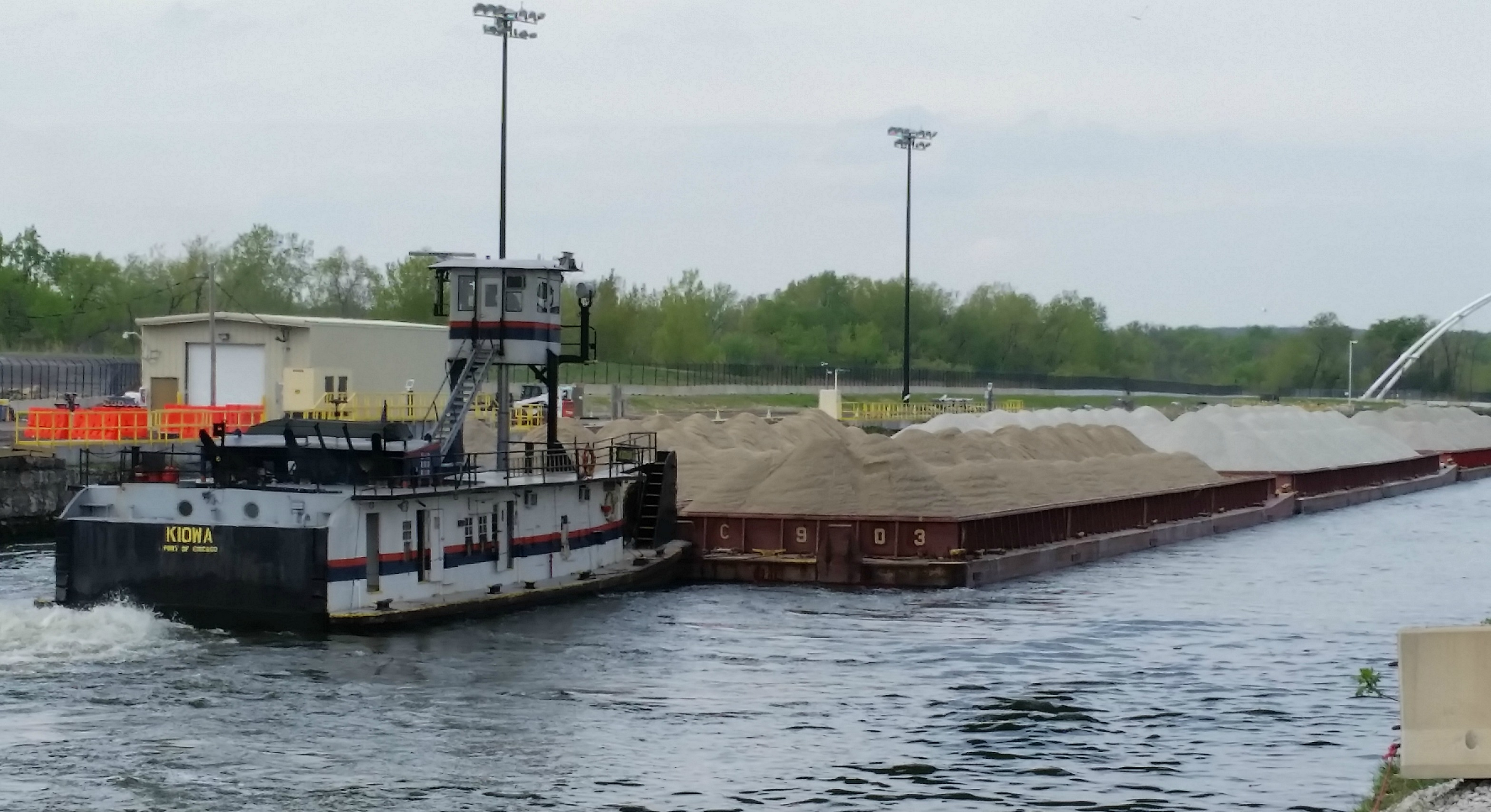 Caption: Kiowa pushes barges over electric carp barrier , Credit: Chuck Quirmbach
