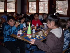 Caption: Students eat lunch at University Hill Elementary School in Boulder