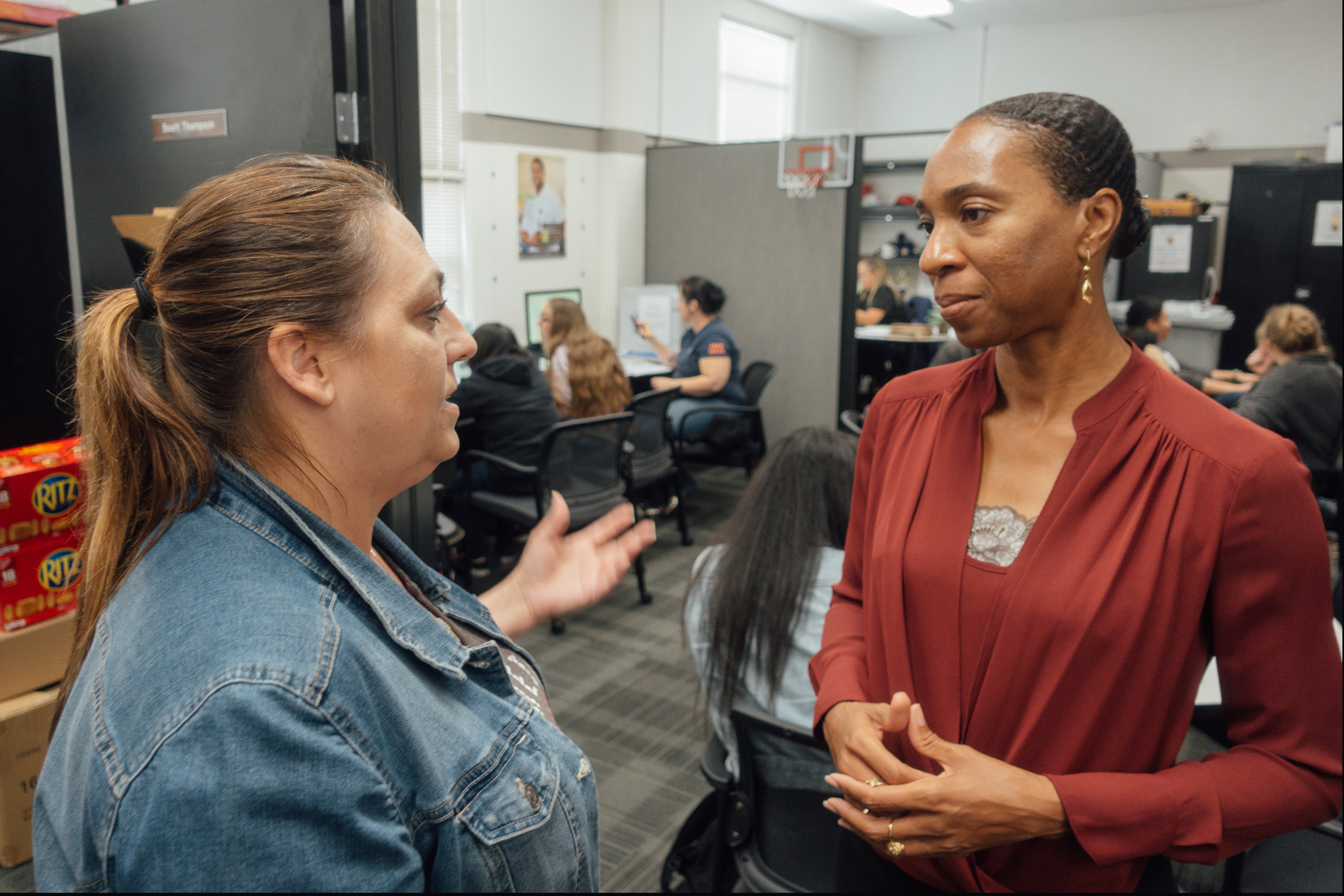 Caption: Clinical psychologist Miatta Snetter (right) speaks to Marine Corps veteran Sherry Pope at the Fullerton College Veterans Resource Center. Snetter says woman sometimes feel uncomfortable around male veterans at the VA., Credit: Libby Denkmann/American Homefront