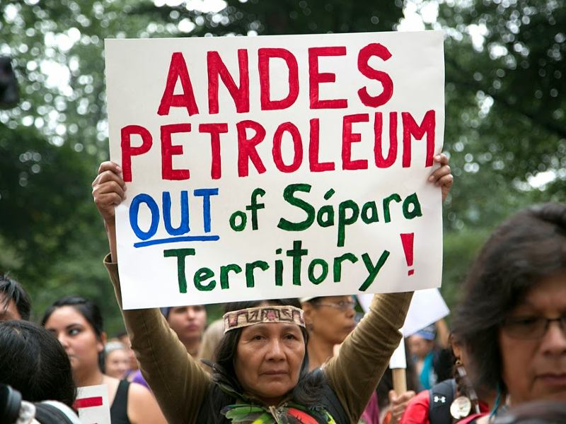 Caption: Sápara indigenous leader, Gloria Hilda Ushigua Santi, speaks out against Ecuadorian government plans to drill for oil on their Amazonian territory., Credit: Amazon Watch