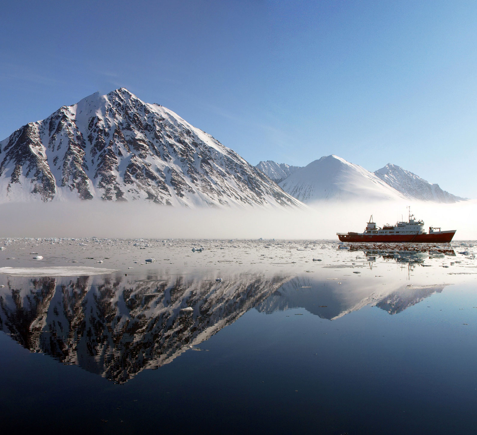 Caption: Svalbard, Norway , Credit: Thomas Hallermann | Marine Photobank