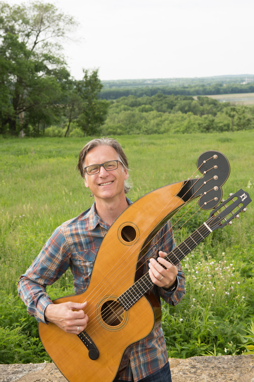 Caption: Dan Schwartz with harp guitar, Credit: Benny Moreno
