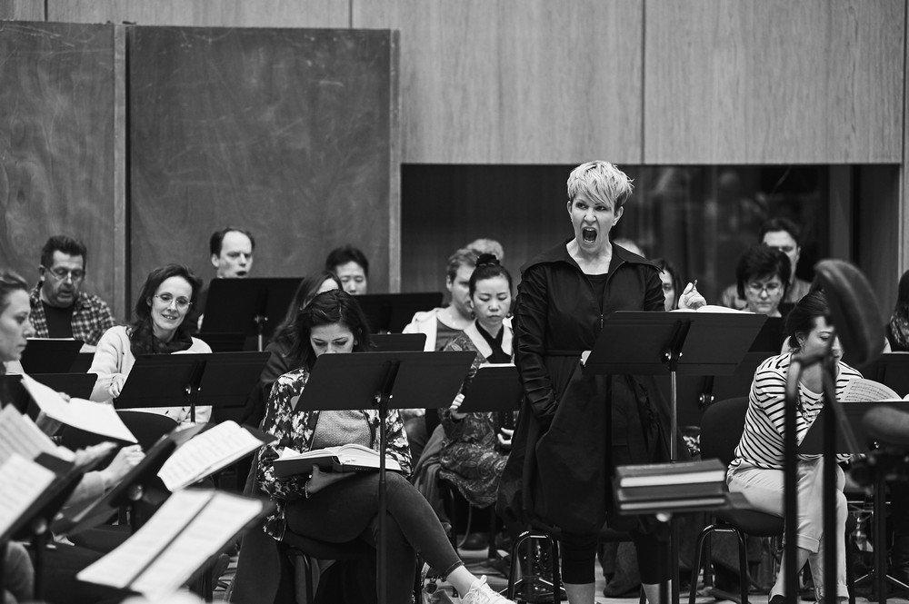 Caption: Joyce DiDonato rehearsing Berlioz, Credit: Grégory Massat