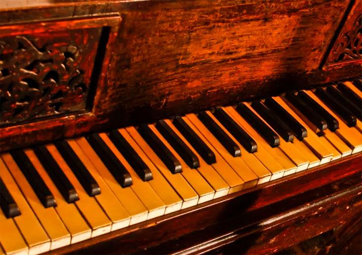 Chopin-piano_small