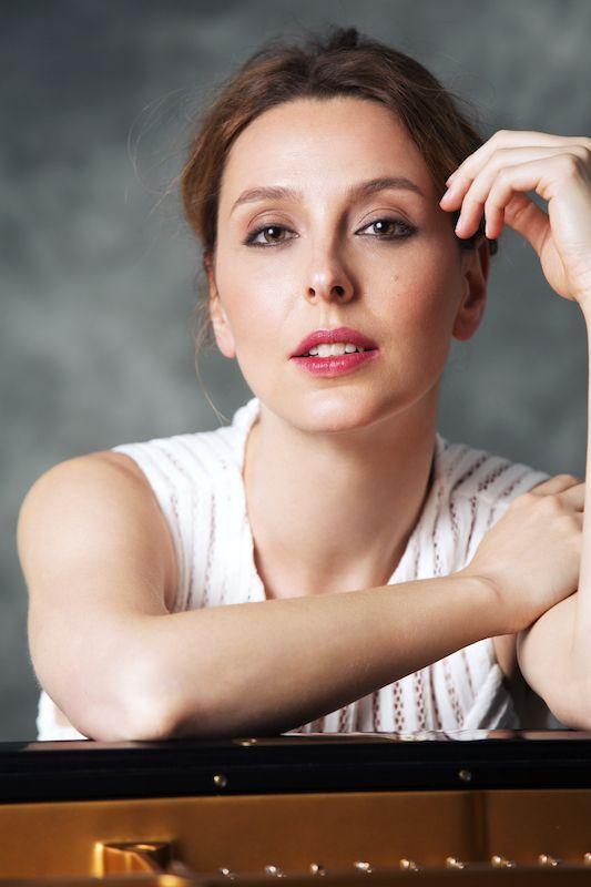 Caption: Pianist Judith Jáuregui