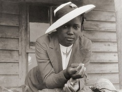 "A migrant worker in Belcross, North Carolina, 1940 Credit: <a href=""http://www.yesterprints.com"">YesterPrints.com</a>"