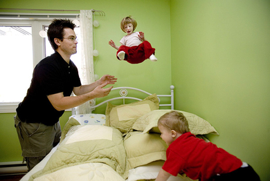 Kenadie-jumping-on-bed