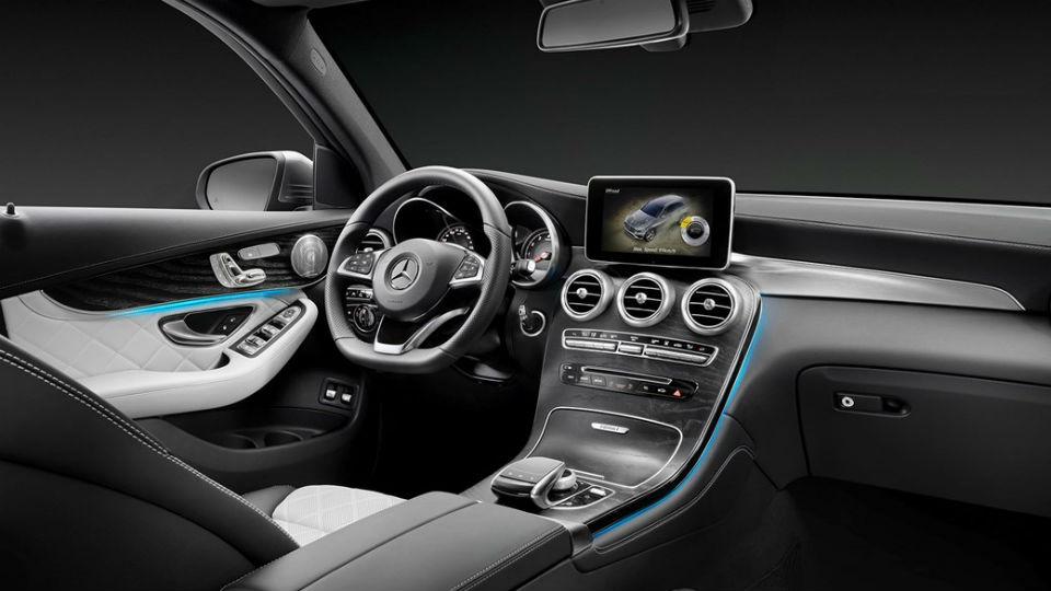 Mercedes-GLC-coupe interior
