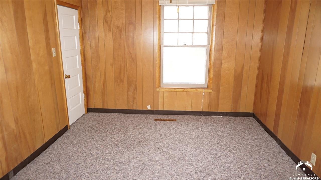 Lawrence ks homes for Pinckney garage door