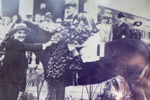 Historique des courses (court survol) et de la Triple Couronne américaine Lawrin_Kentucky_Derby_Prairie_Village