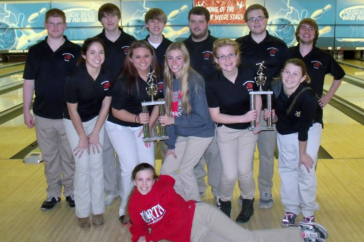 SM North's boys and girls varsity bowling teams celebrating their tournament win. Photo courtesy SM North.
