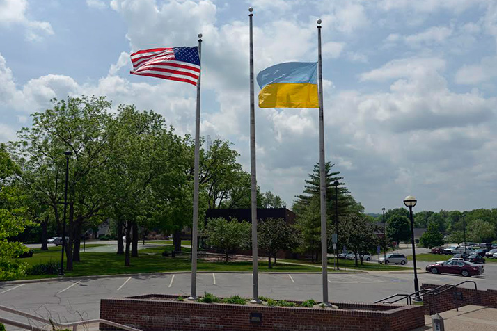 he Ukrainian flag flew outside Prairie Village city hall last weekend. Photo courtesy Bob Glywa