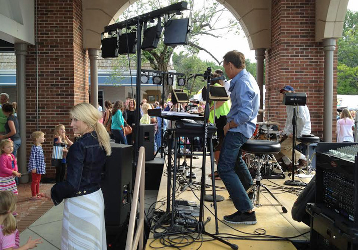 The Michael Beers Band returns to headline Friday's music at the Prairie Village Art Fair.