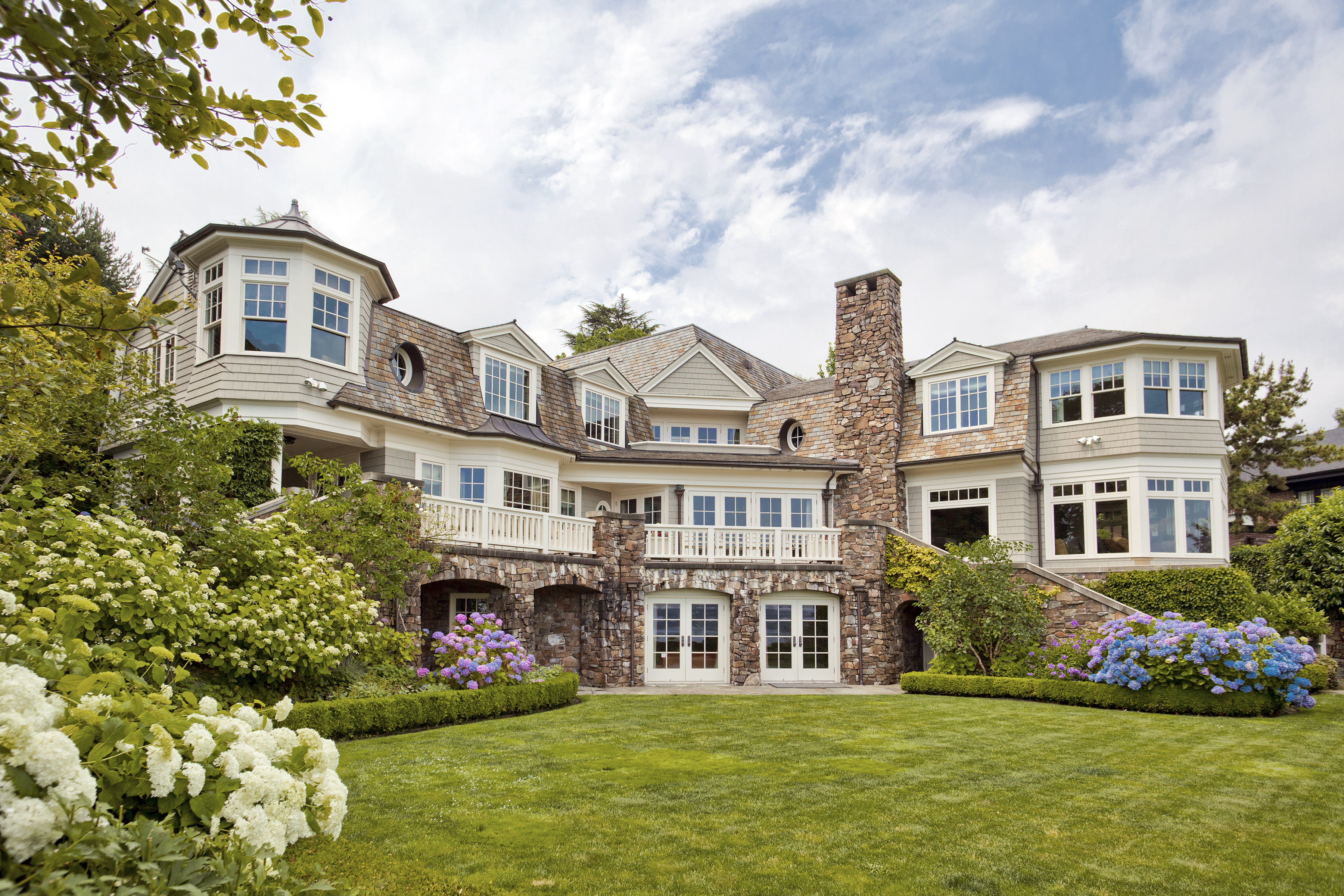 Luxury homes luxury real estate for Luxury home builders usa