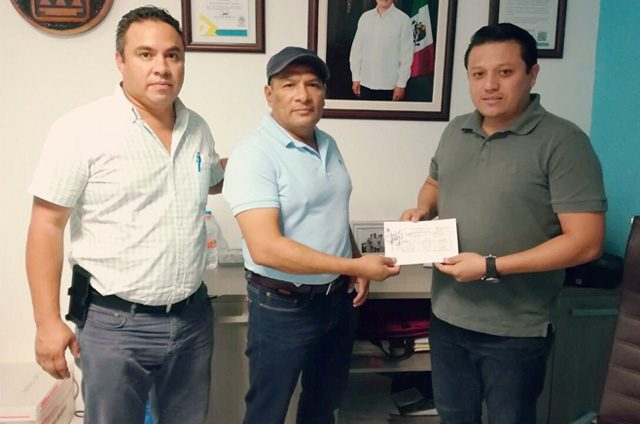 Sintra entrega permisos para la operación oficial de mototaxis en Puerto Aventuras, Solidaridad