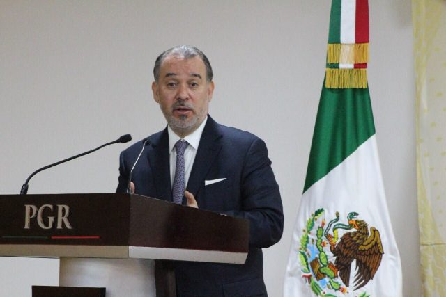 Raúl Cervantes renuncia a la PGR - Proceso