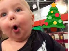 Bebé-descubre-la-Navidad-y-es-lo-más-tierno-que-verás-hoy