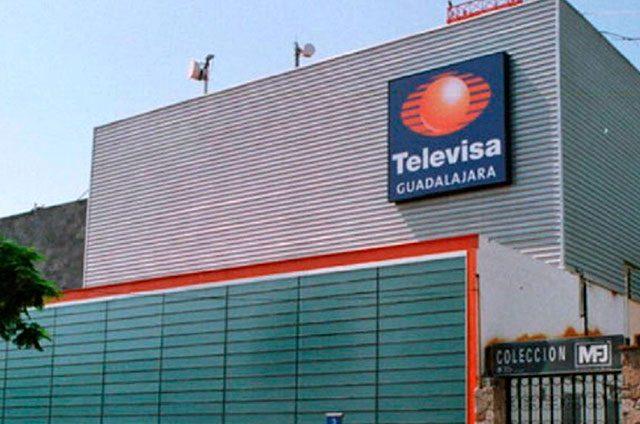 Dejan dos cabezas humanas frente a Televisa Guadalajara