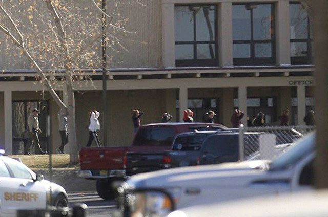 Al-menos-dos-estudiantes-mueren-en-un-tiroteo-en-una-escuela-en-Nuevo-México