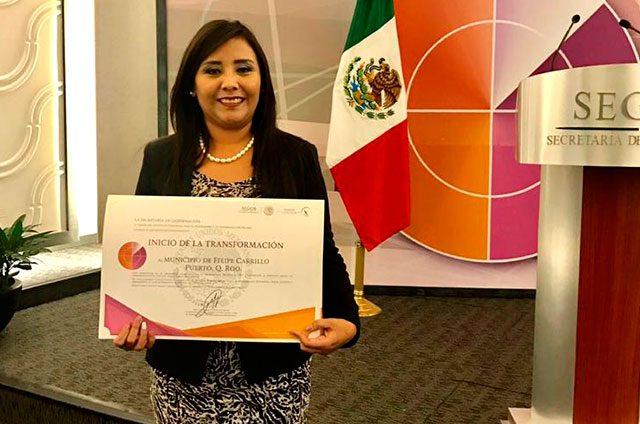 Recibe-Paoly-Perera-el-Premio-Nacional-Inicio-de-la-transformación