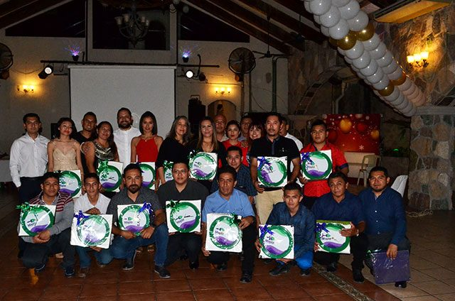 Pinturas-Mapla-celebra-a-su-equipo-con-tradicional-posada
