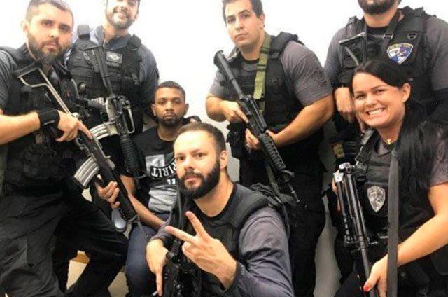 Detienen-al-narco-más-buscado-de-Brasil-y-los-policías-se-hacen-selfies-con-él