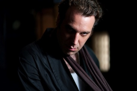 Chilly_gonzales_1348149474_resize_460x400