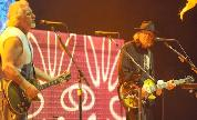 Neil_young_crazy_o2_6_live_1371637465_crop_178x108