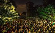 On-large-crowd-alex-negulescu-17_1505488448_crop_178x108