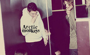 Arctic_monkeys-humbug_1249922777_crop_178x108